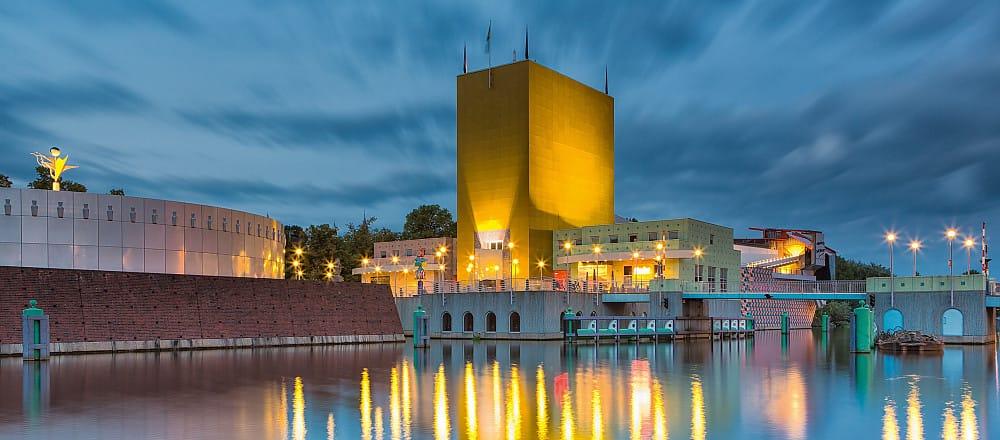 groninger-museum-by-night-martini-hotel-groningen-centrum